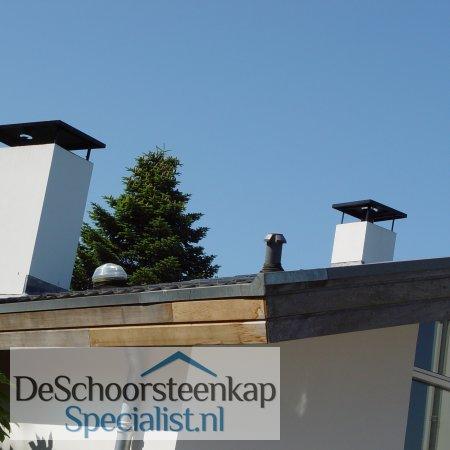 Twee vlakke schoorsteenkappen met rechte poten