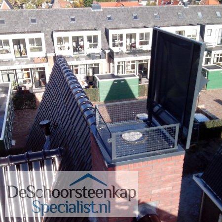 Een mooie getoogde schoorsteenkap met kantelconstructie!